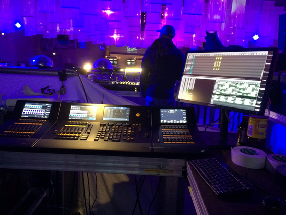 FOH: F-wing, dot2 core, B-wing, externer Monitor